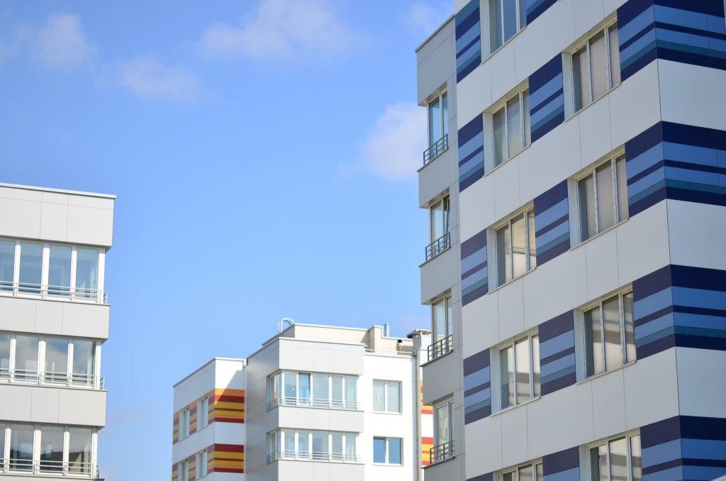 Фасад дома с застекленными лоджиями